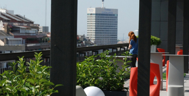 S lvia alfaras viste la terraza de las oficinas de king en for Oficina king barcelona